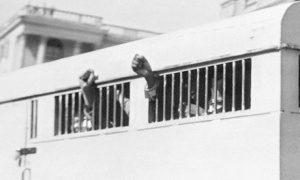 Οι 8 καταδικασμένοι στη δίκη της Ριβόνια μετά τη δίκη. Ακατάβλητο κουράγιο για δεκαετίες. Πηγή: https://www.theguardian.com/world/2013/dec/05/nelson-mandela-obituary
